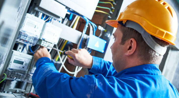 5 tips to keep in mind when fixing electrical problems at the workplace