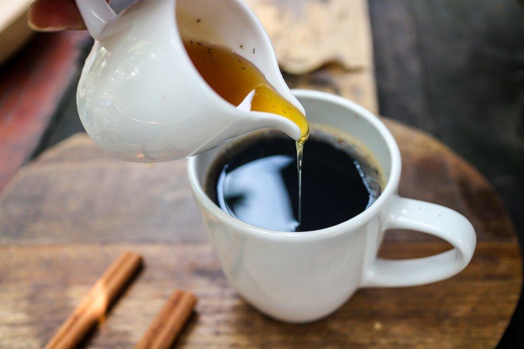 Honey in Coffee: Health Benefits + Recipe